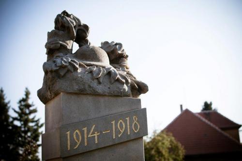 Pomník padlým vMokrouších - detail
